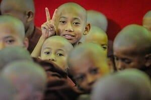Monk Ceremony at Shwe-san-daw Pagoda
